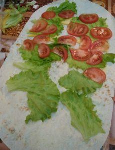 раскладываем помидоры