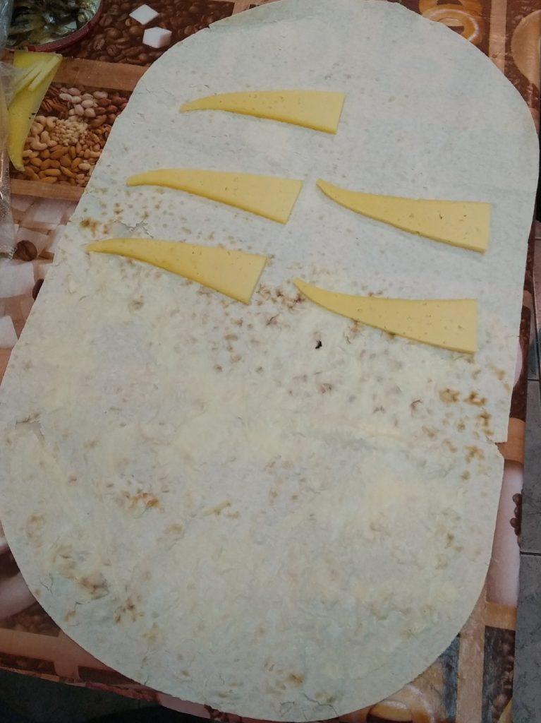 раскладываем сыр